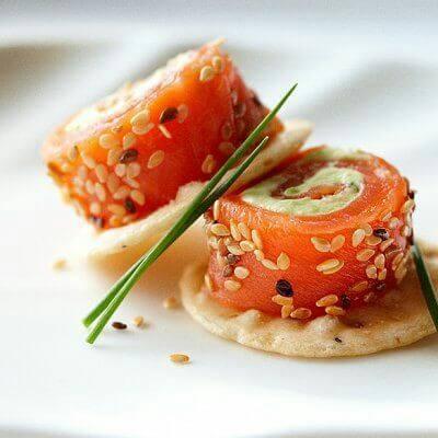 Канапе из лосося с сыром Филадельфия