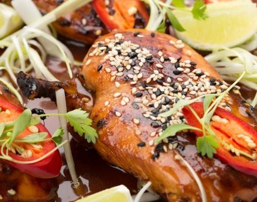 Куриная грудка с зеленым луком & поджаренные семена кунжута