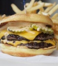Double чизбургер с картофелем фри