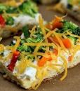 брускетта с овощами и двойным сыром