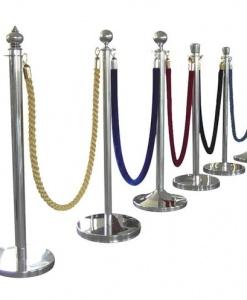 Комплект 2 столбика + канат. Цвета столбиков «латунь», «хромированный». Цвета канатов красный, зеленый, золотой, синий (1,8-2 м длина).