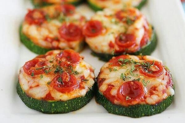 Кабачок запеченный с томатами черри под сыром моцарелла