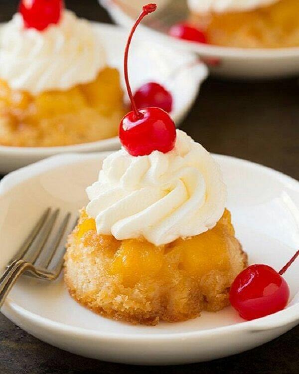 Десерт с печеным ананасом